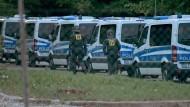 Polizisten in der Asylbewerberunterkunft in Ellwangen