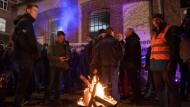 Enttäuschung und Protest: Siemensarbeiter nach Bekanntgabe der Werksschließung in Görlitz am Donnerstagabend