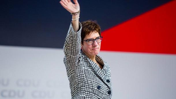 Kramp-Karrenbauer vor SPD-Konkurrenten