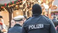 Polizisten auf dem Frankfurter Weihnachtsmarkt