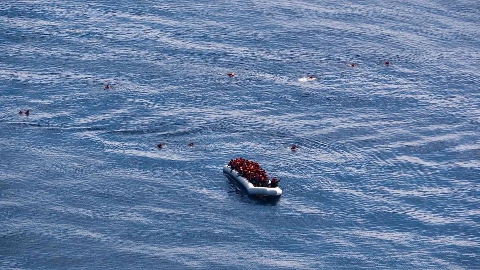 Soll sich die EKD weiter in der Seenotrettung engagieren?
