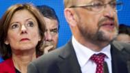 Nicht immer gibt es einen Grund zum Feiern: Dreyer, Gabriel und Schulz (von links nach rechts) auf der sogenannten Wahlparty der SPD am 24.9. im Willy-Brandt-Haus