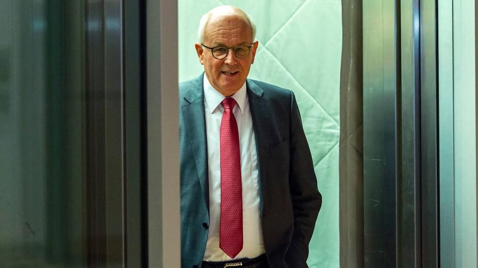Volker Kauder im Fokus des CDU-CSU-Konflikt: Die Wahl um den Unions-Fraktionsvorsitz wird wohl viel über seinen und Merkels Stand in der Regierung aussagen.