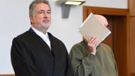 """""""Kein Ausländerfeind"""": Werner S. ist wegen versuchten Mordes am Bürgermeister von Altena angeklagt."""