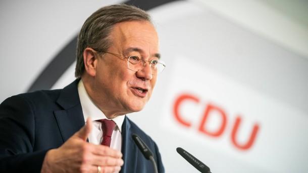 Laschet verteidigt sich gegen Merkels Kritik