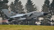"""Im Ernstfall trägt er Atomwaffen: Ein """"Tornado"""" der Bundeswehr startet vom Fliergerhorst Büchel"""