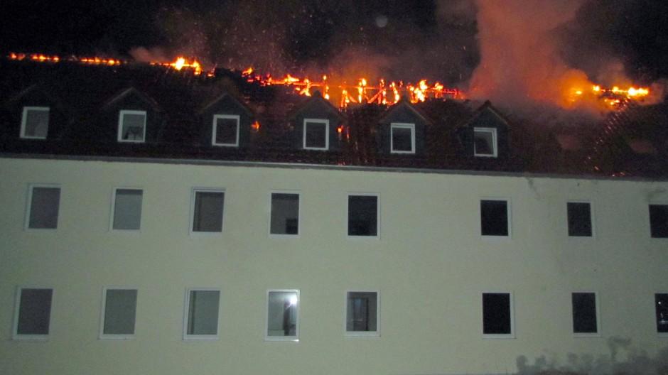 Die brennende Asylbewerberunterkunft in Tröglitz