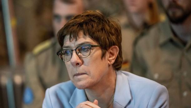 Kramp-Karrenbauer verweist auf Landesverband