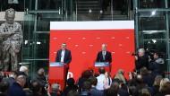 Die da unten: Olaf Scholz verkündet das Ergebnis des Mitgliederentscheids.