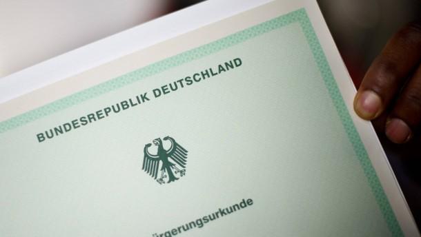 CDU-Innenexperte: Keine Einbürgerung bei Antisemitismus