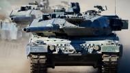 """Mehr Geld für die Ausstattung der Bundeswehr, wie etwa für Kampfpanzer des Typs """"Leonard 2 A6""""? Nicht nötig, heißt es von der SPD."""