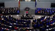 Sie schafft das: Angela Merkel hat im Bundestag schon etliche Regierungserklärungen abgegeben.