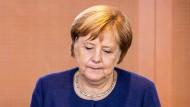 Angela Merkel bei einem Treffen im Kanzleramt: Wie lang kann sie noch kämpfen?