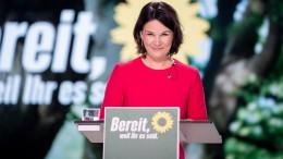Baerbock wirbt für Veränderung, um Sicherheit zu schaffen