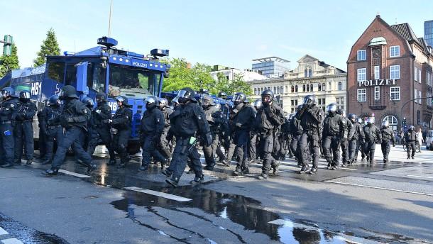Polizei sperrte grundlos friedliche Demonstranten ein