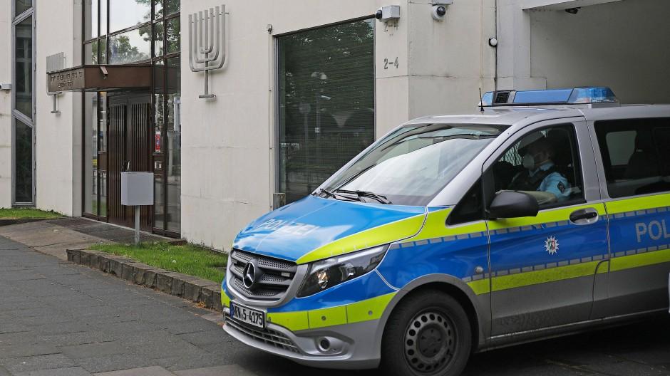Polizei schützt die Synagogen in Deutschland, wie hier in Bonn.