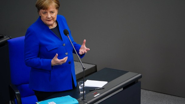 Unbekannte stellen Grabstein vor Merkels Wahlkreisbüro auf
