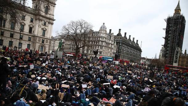Rücktrittsforderung nach Polizeieinsatz in London