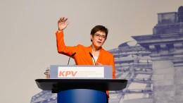 Kramp-Karrenbauer verlangt Zugeständnisse der SPD