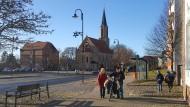 Blick auf die evangelische Kirche und das Bürgerhaus in Löcknitz