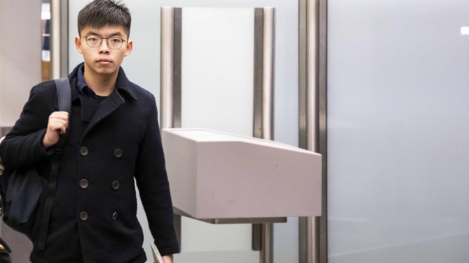 Der Hongkonger Demokratieaktivist Joshua Wong bei seiner Ankunft in Berlin
