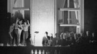 Hans-Dietrich Genschers wohl bedeutendster Moment: Seine Rede zu DDR-Flüchtlingen auf dem Prager Botschaftsbalkon.