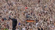 Mehr als zweihunderttausend Menschen sahen Obama im Jahr 2008 vor der Siegessäule in Berlin sprechen.