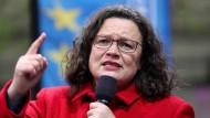 Ihr politisches Schicksal in der SPD hängt von den Wahlergebnissen in Bremen und bei der Europawahl ab: die Partei- und Fraktionsvorsitzende Andrea Nahles.