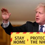 Der britische Premierminister Boris Johnson am Freitag bei einer Pressekonferenz in London