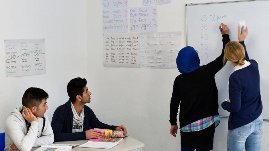 Konflikte auf die Schulen abgewälzt: Lehrerinnen in einem Integrationskurs in Berlin