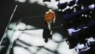 Wo viel Licht ist, ist auch viel Schatten: Angela Merkel wirft ihren voraus.