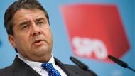 Der SPD-Bundesvorsitzende Sigmar Gabriel lässt kein gutes Haar an den Ergebnissen des Koalitionsgipfels im Kanzleramt