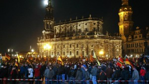 Wieder mehr als 10.000 Demonstranten in Dresden