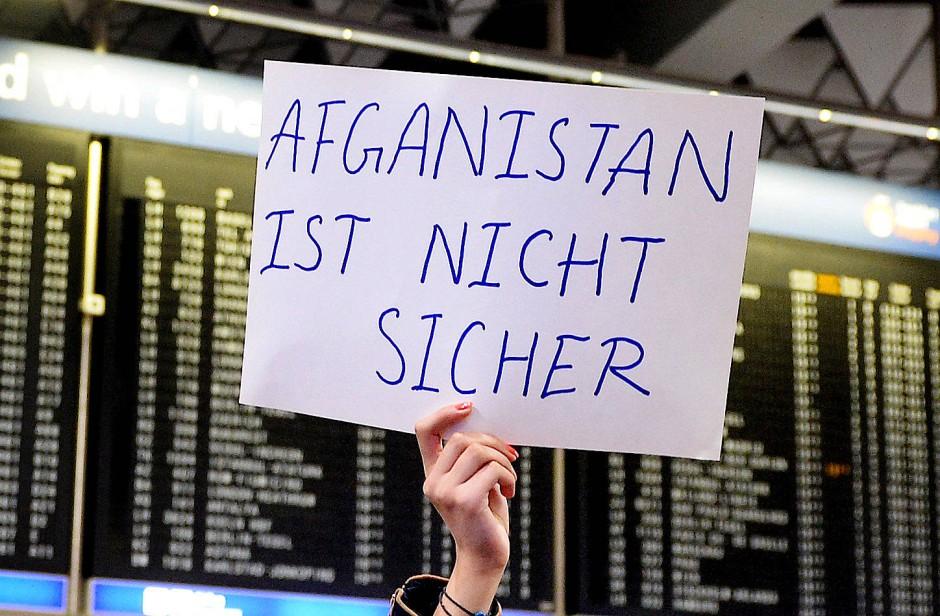 Die Abschiebung der Afghanen wurde von heftigen Protesten begleitet.