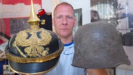 Zwei Helme aus dem 1. Weltkrieg, aufgenommen am 11.08.2014