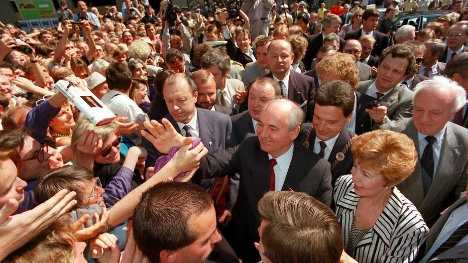 Der umjubelte Staatsgast Michail Gorbatschow im Juni 1989 in Bonn.