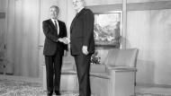 Israels Ministerpräsident Schimon Peres und Bundeskanzler Helmut Kohl 1986 in Bonn