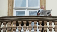 Hans-Dietrich Genscher am 30. September 2014 auf dem Balkon der Deutschen Botschaft in Prag
