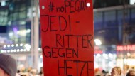 Demonstration von Pegida-Gegnern am 9. November 2015 in Dresden
