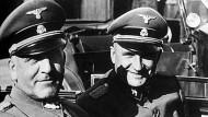 Oswald Pohl und Richard Baer (rechts) 1944 im KZ Auschwitz