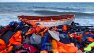 Rettungswesten am Strand von Lesbos am 2. November 2015
