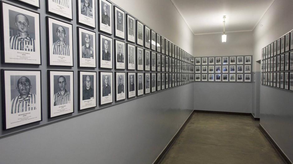 Häftlingsporträts im staatlichen Museum Auschwitz.Birkenau