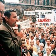 Lech Walesa spricht auf einer Kundgebung der Solidarnosc im Jahr 1988.