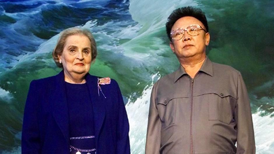 Madeleine Albright mit Kim Jong-il im Oktober 2000.