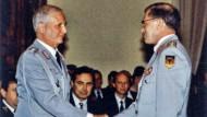Verabschiedung durch den Generalinspekteur der Bundeswehr General Naumann