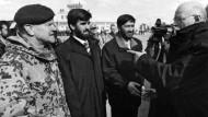 Flughafen Kunduz: Verteidigungsminister Struck (rechts) Anfang 2004