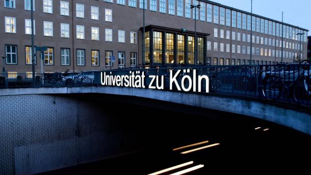 Studierte Ekel Alfred in Köln Geschichte?
