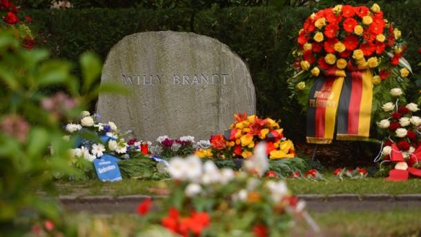 Kranzniederlegung anlaesslich des 20. Todestages von Willy Brandt