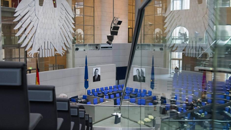 Der Bundestag gedenkt des verstorbenen Vizepräsidenten Thomas Oppermann.