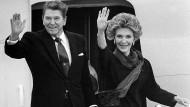 Präsident Ronald Reagan mit Ehefrau Nancy in London im Juni 1988